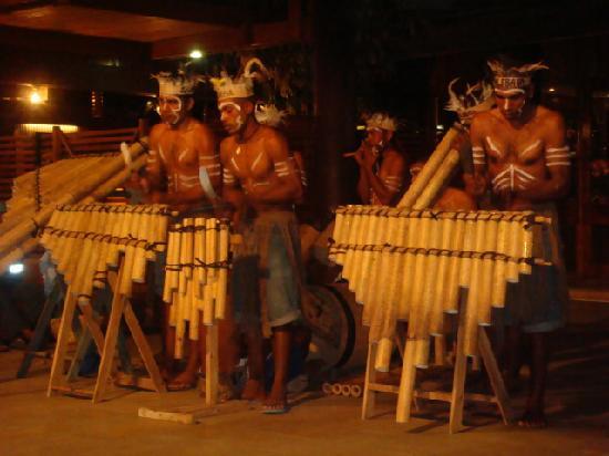 Solomon Kitano Mendana Hotel: cultural music & dance