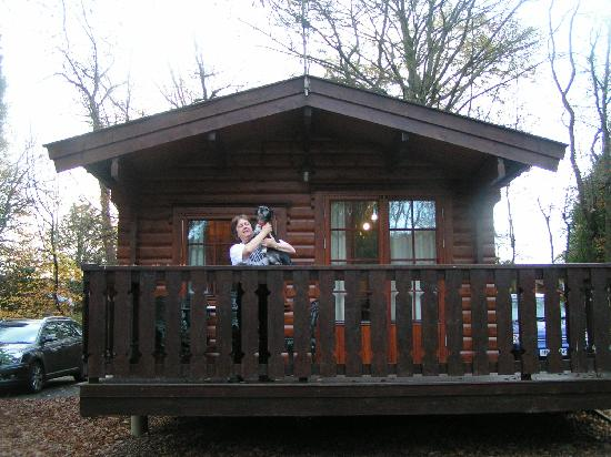 Whitemead Forest Park: Our log cabin