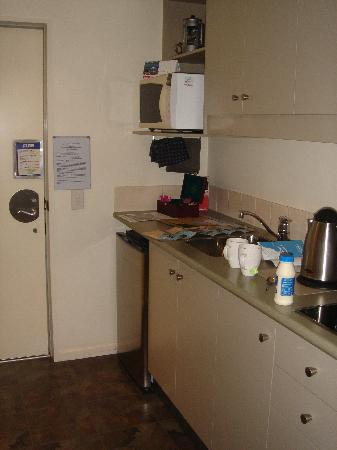 Chelsea Park Motor Lodge: Small but well-equiped studio kitchen