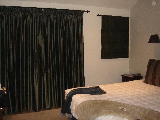 تشيلسي بارك موتور لودج: Comfortable, firm bed and decent TV