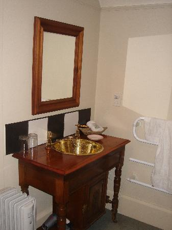 The Grange Guesthouse & Motel: Feature handbasin on our 2nd stay