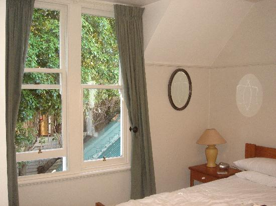 The Grange Guesthouse & Motel: Lots of natural light from original wood-framed windows but heavy drapes ensure a good sleep