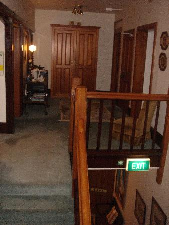 The Grange Guesthouse & Motel: Upstairs hallway & landing