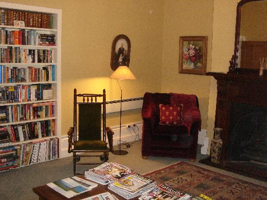 The Grange Guesthouse & Motel: Lounge room