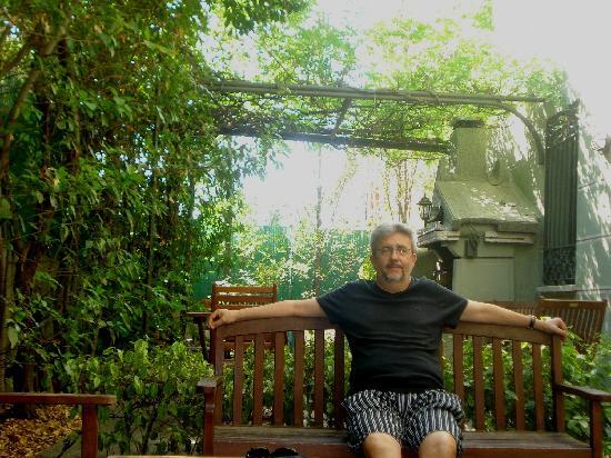 Hotel Posada Don Jaime: sentado en el jardín