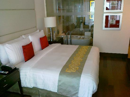 The Oberoi, Mumbai: My room and bed, which was very comfortable