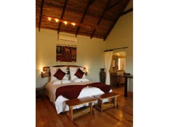 Addo Dung Beetle Guest Farm: Luxury chalet inside