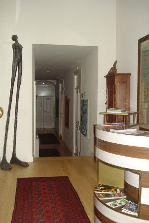 Casa do Bairro by Shiadu: Le hall d'entrée