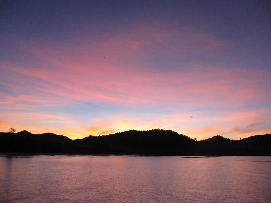 Sugi Island, Indonesia: Sunset