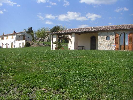 Roccalbegna, Itália: Il giardino sulla vallata
