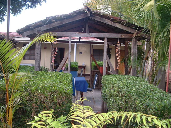 Hostal El Mesón: Jardin interior del hotel
