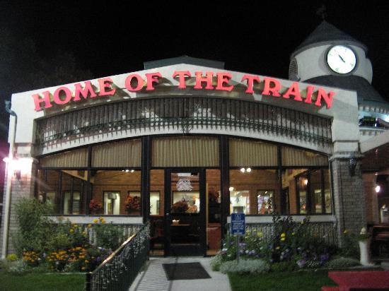 Swiss Alps Inn: fast-food next door: Dairy Keen, Home of the Train