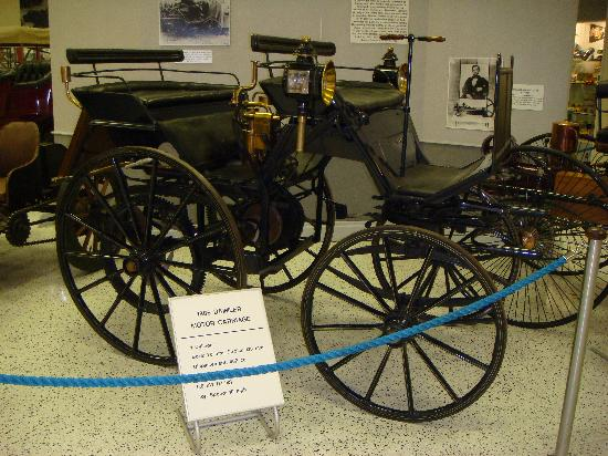 Indianapolis Motor Speedway Museum: 1886年の車:DAIMLER MOTOR CARRIAGE