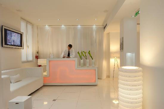 Hotel front desk picture of blc design hotel paris for Blc design hotel tripadvisor