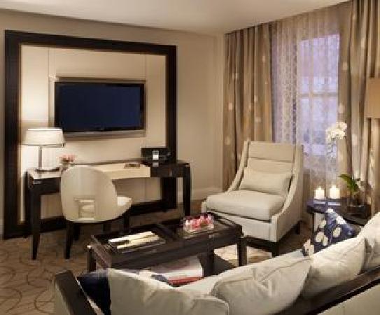Rosewood Hotel Georgia hotel room