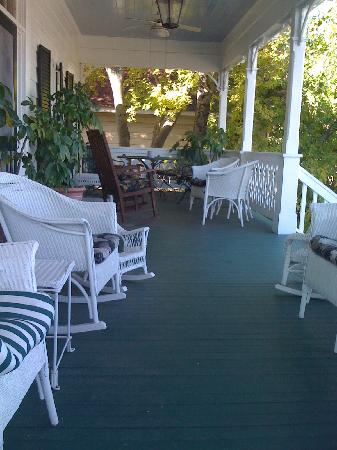 Red Bluff Cottage: Hours of good family time to be had here!