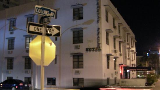 Atlantic Beach Hotel: Nachts an der Collins Av.