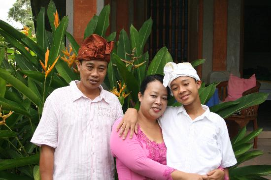 Nirwa Ubud Homestay : Made and Ayu