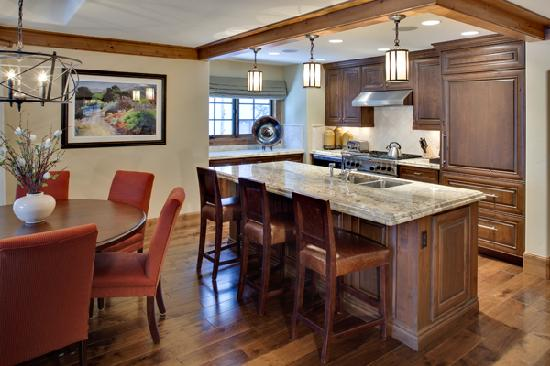 Willows Condominiums at Vail: Kitchen/Dining Room