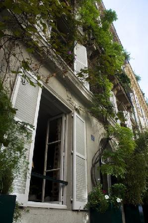 Le Saint Hotel A Paris : Make sure you book a streetview room
