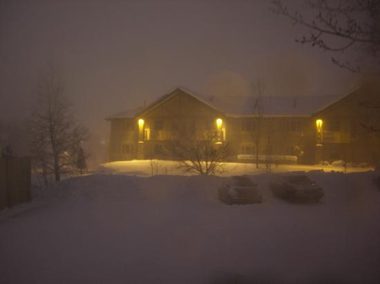 Park City Peaks Hotel: Snow Storm outside my window