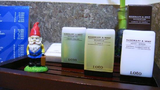 NH Bogota Boheme Royal: JAbones del baño