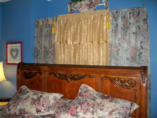 Benefield House Bed & Breakfast : the sumptuous bed