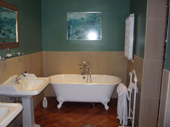 The Bath With Its Double Pedestal Sinks Picture Of Huis T Schaep Bruges Tripadvisor