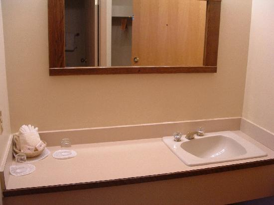 Andrea's Hotel: the sinks