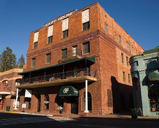Historic Cary House Hotel: Since 1857 hotel rebuilt with original bricks