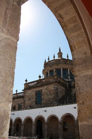 Instituto Cultural Cabanas: Through an archway of the Hospicio Cabanas