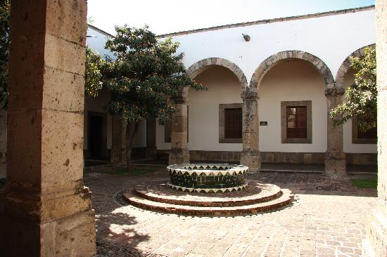 Instituto Cultural Cabanas : One of the courtyards
