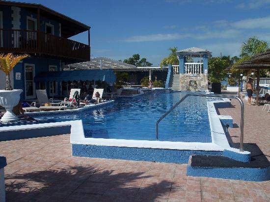 Ocean Reef Yacht Club & Resort: the pool area