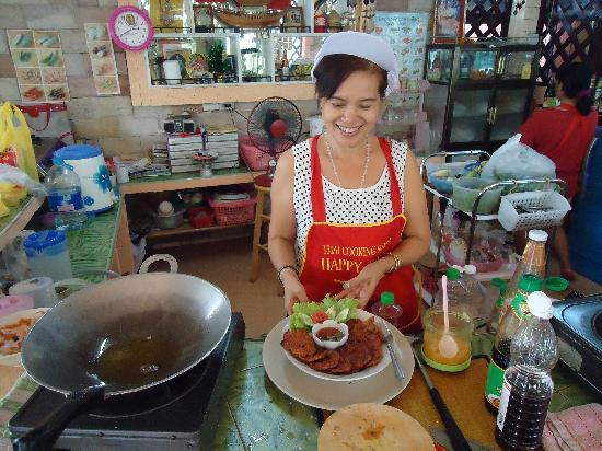Happy Home Thai Cooking School: sheri the chef and teacher