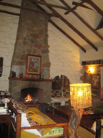 Sandai Homestay & Cottages: Sandai - living room