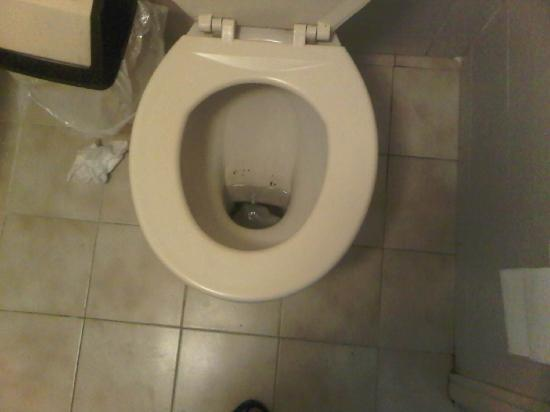 Napoli Hotel: Dirty Toilet