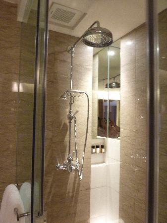 Les Suites Orient, Bund Shanghai : Shower
