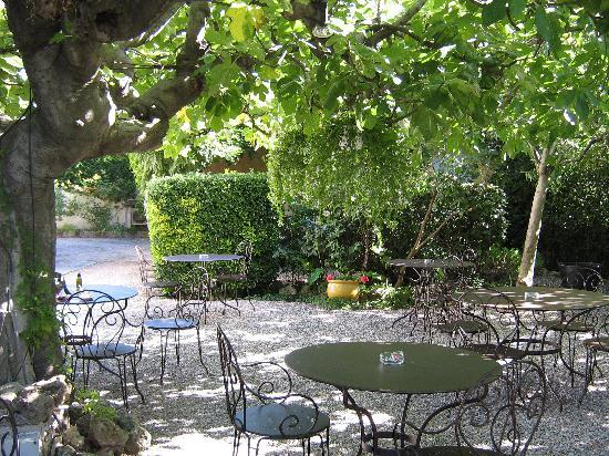Hotel Lou Cagnard: le jardin