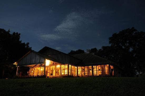 Silghat, Inde : Koliabor Manor by night