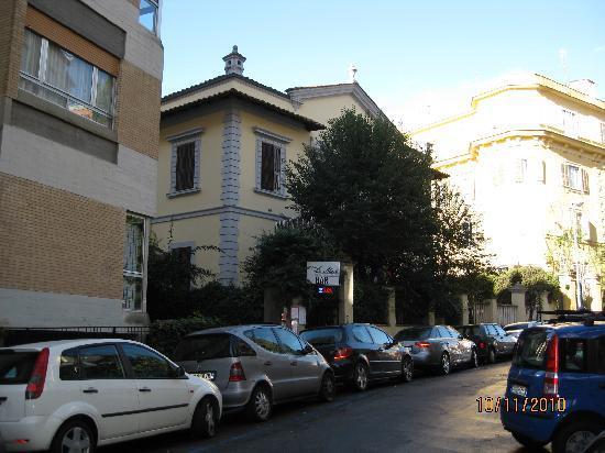 Hotel Silva and the displeasing La Med restaurant