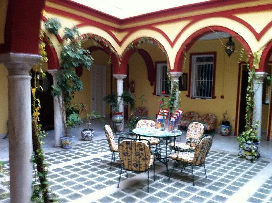 Hostal Sierpes: Le patio au premier étage