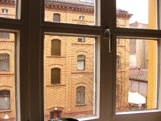 Amstel House Hostel: A view out of the window