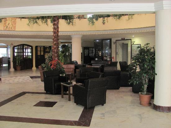 Linda Hotel: Lobby