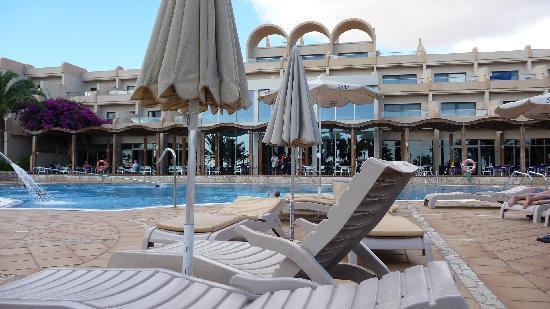 SBH Taro Beach : Der Pool sehr sauber.Nicht 1 einzige Liege defekt!