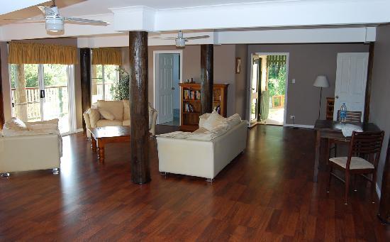 Nunyara Retreat: Huge lounge/diner