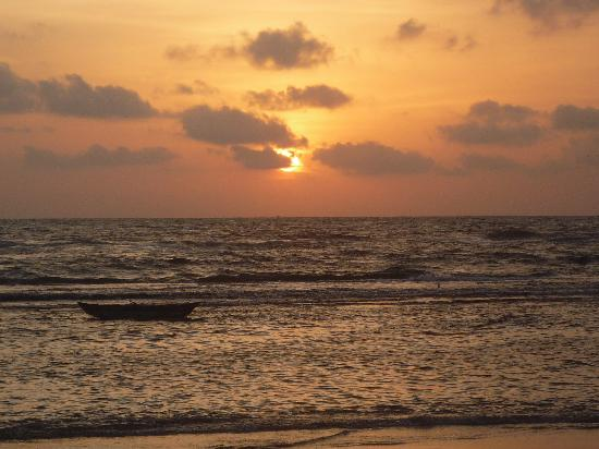 Barberyn Reef Ayurveda Resort: Sunset at Barberyn