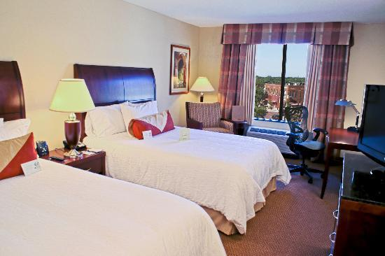 Hilton Garden Inn Bartlesville : Spacious Guest Rooms overlooking downtown Bartlesville