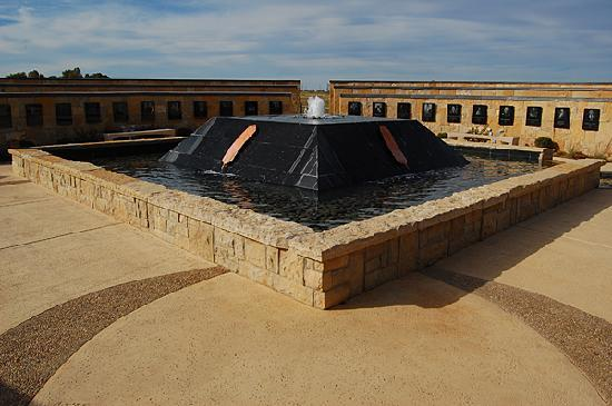 Chickasaw Cultural Center: Memorial fountain