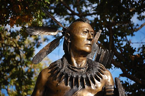 Chickasaw Cultural Center: Statue of Chickasaw warrior