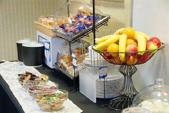 Econo Lodge Airport: Free Continental Breakfast